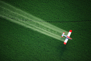 non-gmo-herbicide_spraying